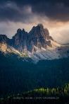 Dolomiten - Licht in den Felswänden und im Tal